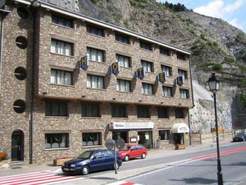 Roc del Castell 3 *