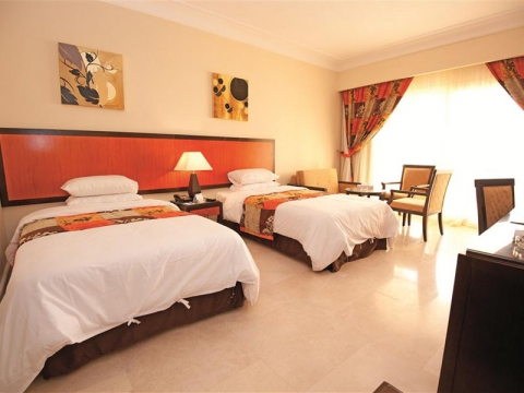AMC Royal Hotel 5 *